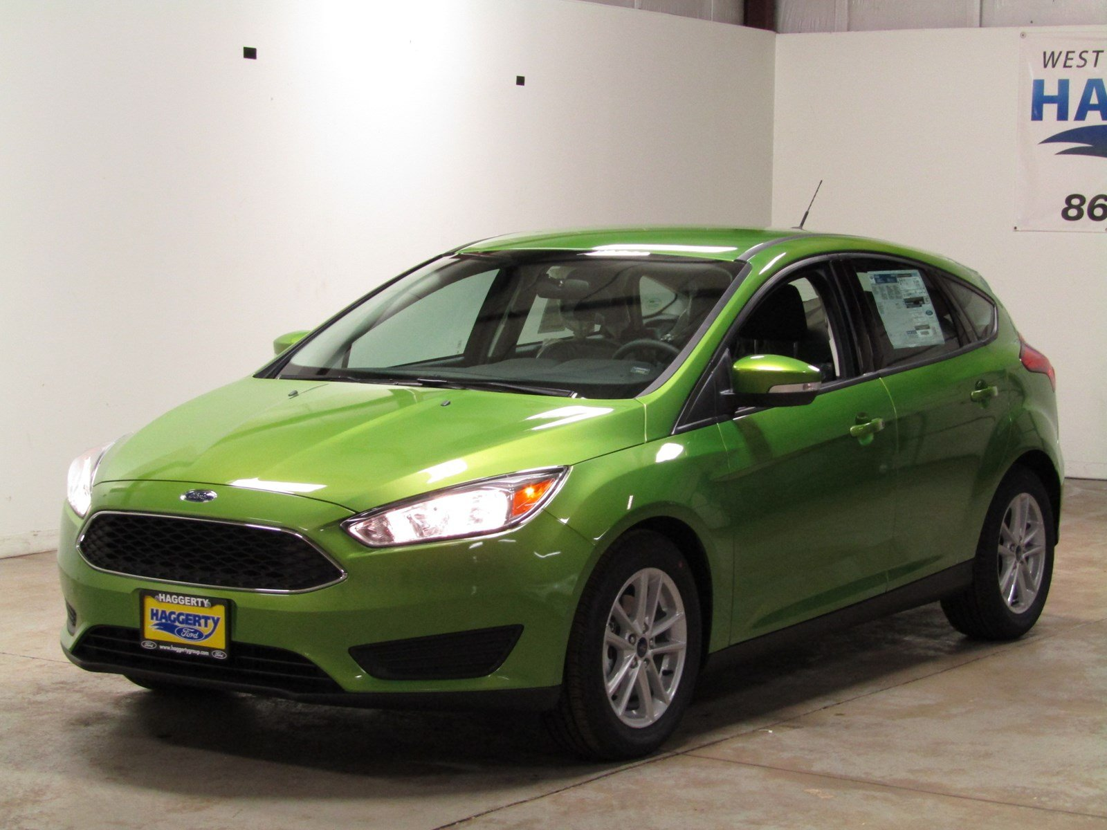 New 2018 Ford Focus SE Hatchback 200A