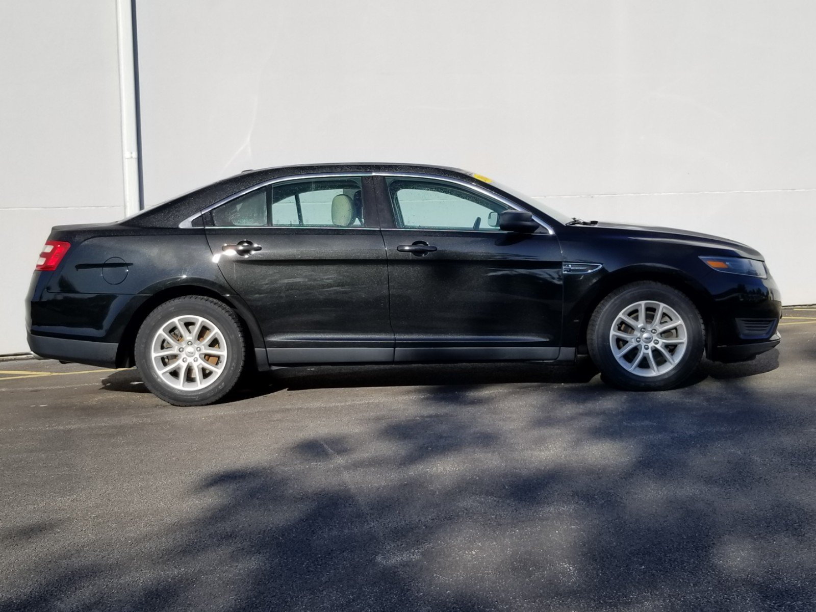 Pre-Owned 2014 Ford Taurus SE