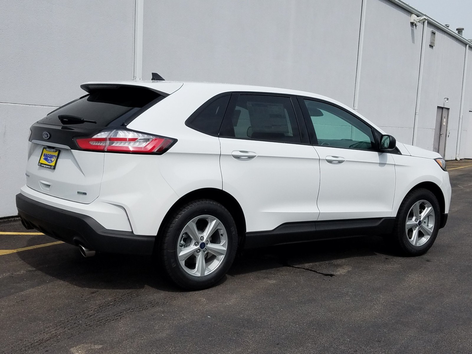New 2019 Ford Edge SE